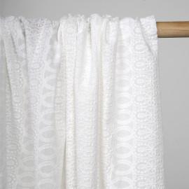 Tissu coton brodé blanc cassé à motif médaillon entrelacé  - pretty mercerie - mercerie en ligne