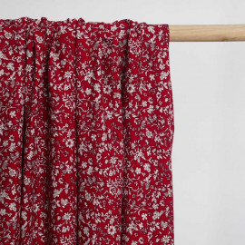 Tissu viscose lipstick red à motif fleurs des champs blanches   Pretty Mercerie   Mercerie en ligne