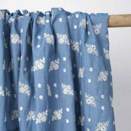 blue denim à motif brodé fleur et pois | Pretty Mercerie | mercerie en ligne