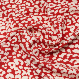 Tissu viscose crêpe rouge à motif léopard blanc cassé   Pretty Mercerie   mercerie en ligne