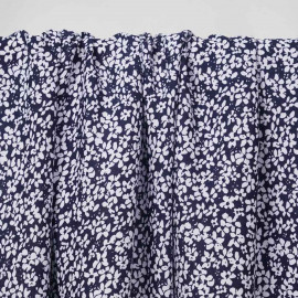 Tissu viscose bleu marine à motif petite marguerite blanche   pretty mercerie   mercerie en ligne
