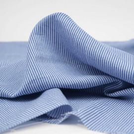 Tissu coton et Tencel bleu allure à motif tissés fines rayures blanches | Pretty mercerie | mercerie en ligne