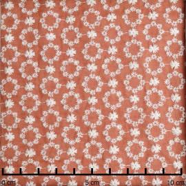 Tissu coton brodé ginger à motif couronnes de fleurs ajourées blanc | Pretty Mercerie | mercerie en ligne