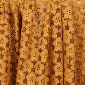 Tissu guipure curcuma à motif fleurs - pretty mercerie - mercerie en ligne